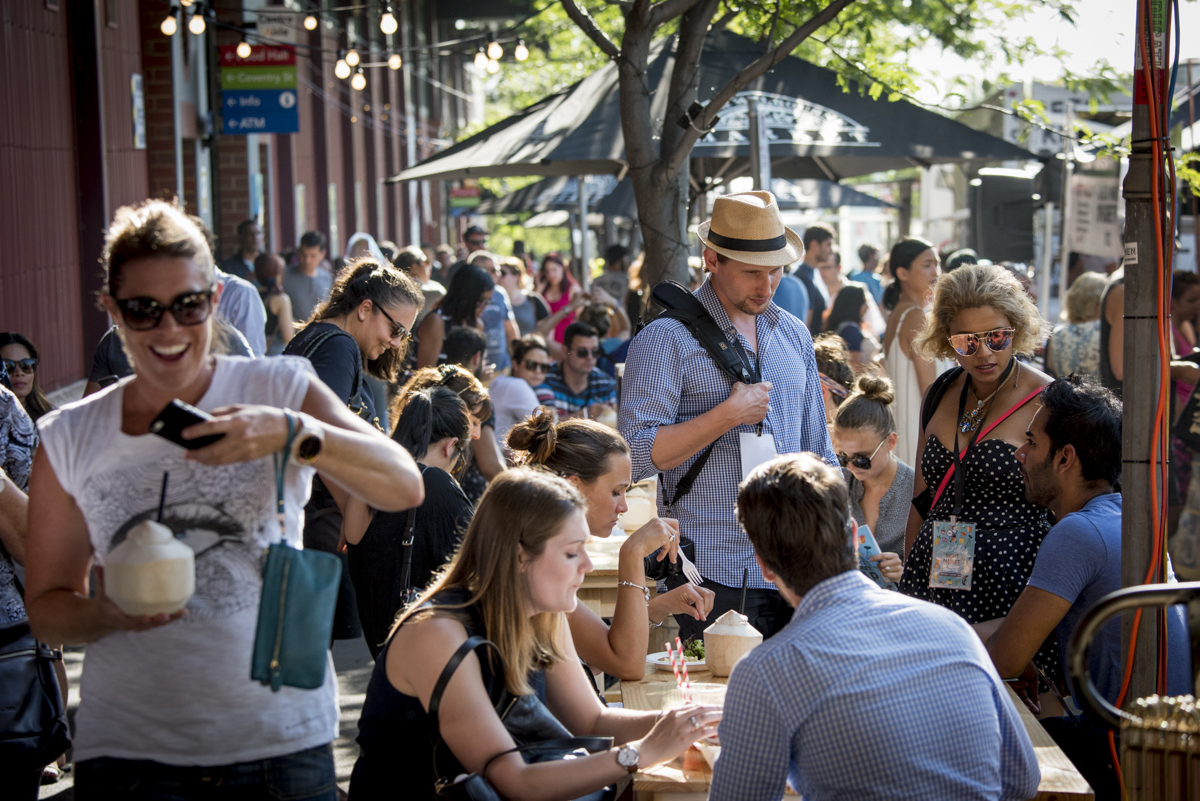 South Melbourne Night Market-Twilight Marketgoers, York Street, Thurs Jan 5, 2017 (16)